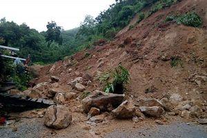 Thanh Hóa: Nhiều tuyến đường miền núi sạt lở, một người chết do đá rơi