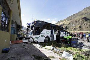 Ecuador: Xe buýt gây tai nạn thảm khốc khi chở theo 600 túi cần sa