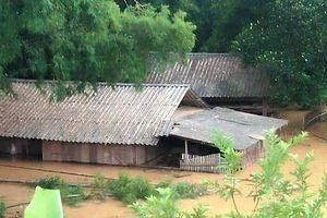 Nghệ An: Nước lũ cuồn cuộn, nhà ngập sâu trong bùn, 6 người chết