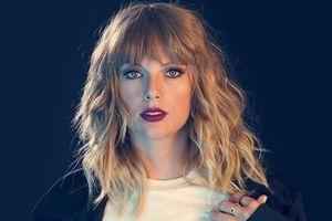 Taylor Swift khiến hàng chục nghìn fan xúc động tại 'Reputation Tour' khi kể lại kỉ niệm này