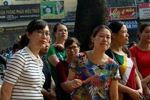 Thi vào lớp 10 ở Hà Nội: Phụ huynh sợ càng cải cách càng áp lực