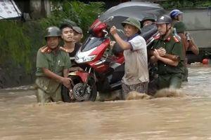 Sự kiện 24/7: Chạy lũ xuyên đêm, 6 người chết ở Nghệ An