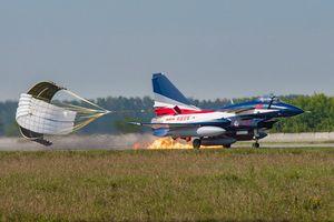 Tiêm kích J-10 Trung Quốc bốc cháy tại Nga khi chưa kịp biểu diễn