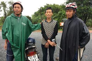 'Hiệp sĩ' bắt được kẻ trộm trong lúc trú mưa