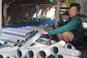 Lũ về: Nghề đặt trúm lươn vào vụ, mỗi đêm kiếm 500 ngàn đồng