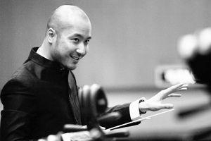 Nhạc trưởng Đồng Quang Vinh: Khó nhất là làm đàn ông!