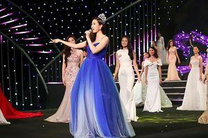 Hoa hậu Đỗ Mỹ Linh khoe giọng hát trong đêm Gala 30 năm Hoa hậu Việt Nam