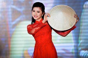 Hoa khôi Tài năng ĐH Ngoại thương 2016 bất ngờ trở thành đại biểu của chuyến Tàu Thanh niên Đông Nam Á