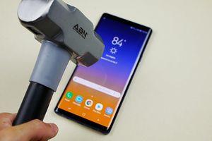 'Tra tấn' Samsung Galaxy Note9 bằng dao và búa cùng cái kết không quá bất ngờ