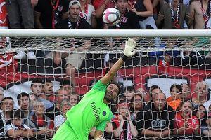 Clip: Cận cảnh pha cứu thua 'không tưởng' của Buffon trong màu áo PSG