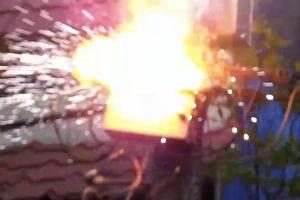 Clip: Cột điện bốc cháy, nổ liên hoàn như pháo hoa ở Sài Gòn