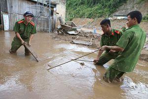 Hàng nghìn học sinh Nghệ An chưa thể tựu trường vì lũ lụt chia cắt