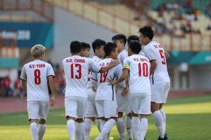 Olympic Việt Nam phất cao cờ