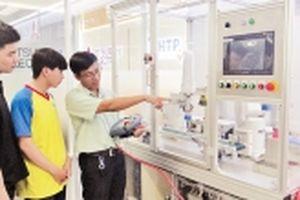 Phát triển khoa học, công nghệ gắn với thương mại hóa sản phẩm