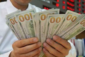 Tỷ giá ngày 20.8: Giá USD chợ đen giảm mạnh, ngân hàng tăng giảm trái chiều