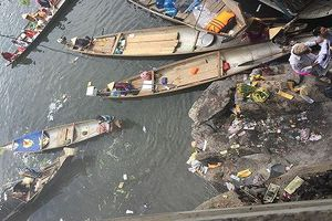 Sau lễ hội điện Hòn Chén, Sông Hương ngập tràn trong rác và vàng mã