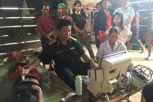 Bộ Chỉ huy Quân sự tỉnh giúp bà con vùng cao khắc phục hậu quả mưa lũ