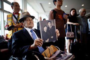 Người thân hai miền Triều Tiên gặp nhau sau 65 năm chia cắt