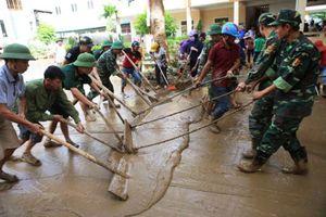Hàng nghìn học sinh ở Nghệ An không thể tựu trường vì mưa lũ