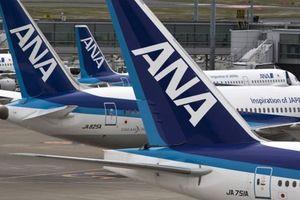 Nam thanh niên thản nhiên tè bậy lên hành khách khác trên máy bay
