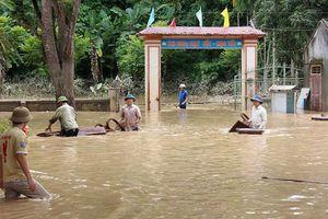 Trường học ở Nghệ An ngập chìm trong nước vào ngày tựu trường