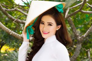 Người đẹp Lý Kim Thảo khoe vẻ đẹp dịu dàng với áo dài