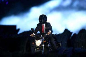 Tổng thống Indonesia bị tố 'làm màu' khi lái xe phân khối lớn xuất hiện ở lễ khai mạc ASIAD