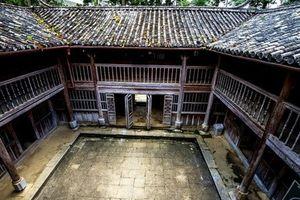 Cận cảnh dinh thự Vua Mèo mang kiến trúc kịch độc ở Hà Giang