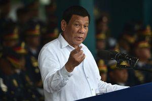 Tổng thống Philippines phản pháo Mỹ về việc mua vũ khí Nga
