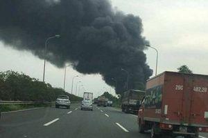 Hiện trường vụ hỏa hoạn kinh hoàng tại xưởng sơn Hà Nội