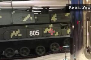 Xe chở tên lửa tông vào tòa nhà ở Kiev