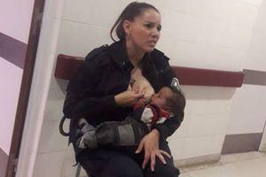 Nữ cảnh sát cho trẻ bú lúc làm nhiệm vụ được ca ngợi