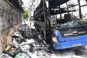 Xe khách nằm giường bốc cháy ngùn ngụt kèm theo tiếng nổ