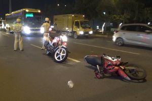 Chạy xe máy vào làn ô tô, nam thanh niên tông CSGT, cả hai nhập viện