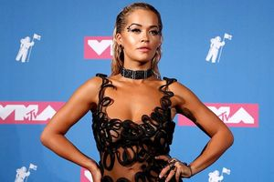 Dàn sao thi nhau 'đổ bộ' thảm đỏ MTV VMAs với những bộ cánh hở bạo
