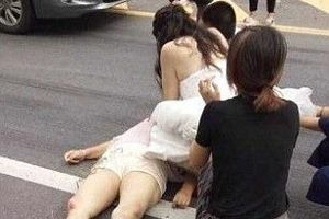 Cô dâu mặc váy cưới vẫn ra đường cấp cứu người gặp tai nạn
