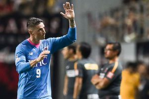 Torres ghi bàn đầu tiên trên đất Nhật Bản, đả bại Iniesta