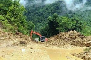 Nỗ lực thông xe lên huyện Mường Lát