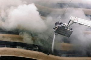 Cháy tại trung tâm tài chính của Ấn Độ, 20 người thương vong