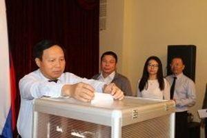 Đại sứ quán Việt Nam tại LB Nga quyên góp ủng hộ nhân dân Lào