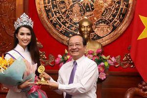 Hoa hậu Đại sứ Du lịch thế giới Phan Thị Mơ về thăm Tiền Giang