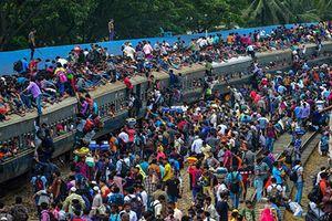 Nghẹt thở cảnh chen chúc trên những chuyến tàu Bangladesh