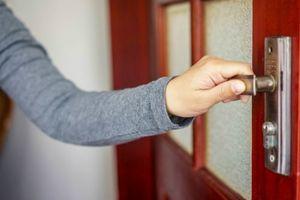 9 điều bất lịch sự cần tránh khi đến nhà người khác
