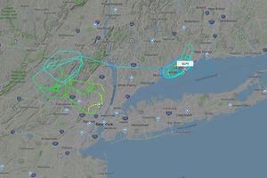 Máy bay nổ lốp khi cất cánh, đáp khẩn cấp xuống New York