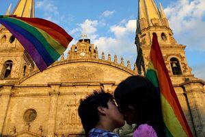 Thành phố ở Mexico cho phép 'yêu' nơi công cộng