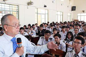 PGS Đỗ Văn Xê chính thức là hiệu trưởng Trường ĐH Hùng Vương