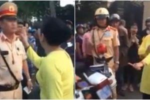 Clip: Người phụ nữ lớn tiếng quát nạt, chửi bới CSGT khi chồng bị giữ xe