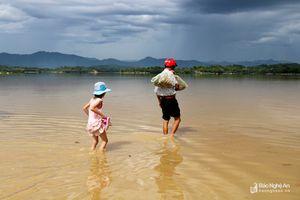 Nước rút chậm, gần 500 hộ dân ở Thanh Chương vẫn đang bị chia cắt