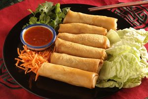 Dùng bánh đa nem có thể tạo nên những món ăn ngon hấp dẫn khắp Việt Nam