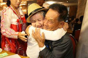 Nước mắt của cuộc đoàn tụ Hàn - Triều sau 70 năm cách biệt